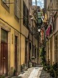 Schmale Straße in Porto lizenzfreies stockbild