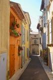 Schmale Straße in Provence Stockbild