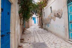 Schmale Straße in Sousse lizenzfreies stockbild