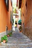 Schmale Straße in Varenna, See Como, Italien Stockfoto