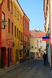 Schmale Straße in Vilnius Stockfotografie