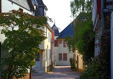 Schmale Straße von altem Hofheim, Deutschland lizenzfreie stockbilder