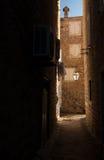 Schmale Straße von altem Kotor, adriatische Küste Stockbild