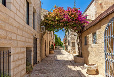Schmale Straße von Bezirk Yemin Moshe in Jerusalem Stockbild