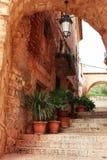 Schmale Straßen mit Renaissancestilhäusern in Alcaraz, Spanien lizenzfreies stockfoto