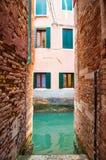 Schmale Venedig-Gasse Stockfotografie