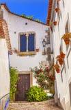 Schmale weiße Straßen-mittelalterliche Stadt des 11. Jahrhunderts Obidos Portugal Stockfoto