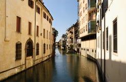 Schmaler Kanal stockbild