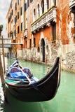 Schmaler Kanal in Venedig Stockbild
