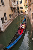 Schmaler Kanal in Venedig Italien Stockfotografie