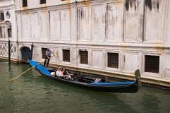 Schmaler Kanal in Venedig Italien Stockfoto