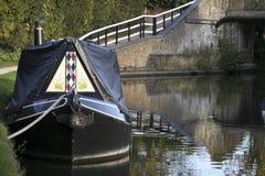 Schmales Boot auf großartigem Anschlusskanal Lizenzfreie Stockfotografie