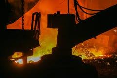 Schmelzen des Eisens in einer metallurgischen Anlage Lizenzfreie Stockbilder