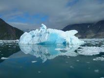 Schmelzender Eisberg an der Küste von Grönland Stockbilder