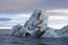 Schmelzender Eisberg im Nordpolarmeer Stockbild