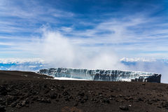 Schmelzender Gletscher in Kilimanjaro-Berg lizenzfreies stockfoto