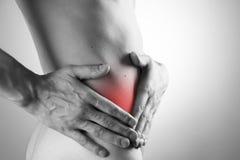Schmerz in einem Männerkörper Angriff der Blinddarmentzündung Lizenzfreie Stockfotografie