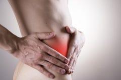 Schmerz in einem Männerkörper Angriff der Blinddarmentzündung Stockbild