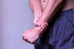 Schmerz im linken Handgelenk Stockfoto