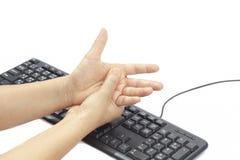 Schmerzliche Hand wegen des verlängerten Gebrauches der Tastatur Stockbild