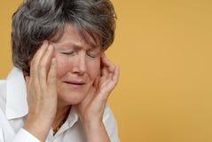 Schmerzliche Kopfschmerzen Stockfotografie
