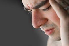 Schmerzliche Kopfschmerzen stockbilder