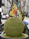 Schmetterling in einem Bürgersteigs-Garten Stockfotos