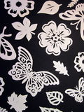 Schmetterlings-, Blatt- und Blumenmuster. Papierausschnitt. Lizenzfreies Stockbild