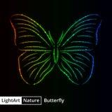 Schmetterlingsschattenbild von Lichtern auf schwarzem Hintergrund Stockfoto