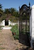 Schmiedeeisen-Tor im Weinkellerei ` s Garten Stockbild