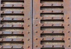 Schmiedeeisen-Tor, Tür, Zaun, Fenster, Grill, Design mit der Eisenbahn befördernd Weinlesegrenzsatz Metalldekorativer Zaun-Roheis Stockbild