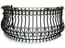 Schmiedeeisengeländer für einen runden Balkon im Schwarzen verziert mit den Goldeinsätzen lokalisiert auf Weiß 3d übertragen Lizenzfreies Stockfoto