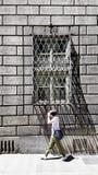 Schmiedeeisenstraßenfenster in Florenz, Italien lizenzfreie stockfotografie