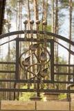 Schmiedeeisenverzierungen für Tore und Zaun Stockfotos