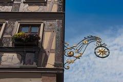 Schmiedeeisenzeichen mit Hauptleitung Stern Lohr morgens, Deutschland Lizenzfreies Stockbild
