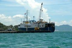 Schmierölüberwachunglieferung am Dock lizenzfreie stockfotos