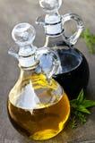 Schmieröl und Essig Stockfoto