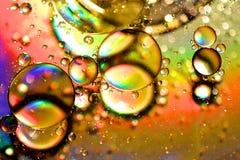 Schmieröl und Wasser stockfotos