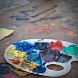 Schmierölfarben in der Palette Stockbild