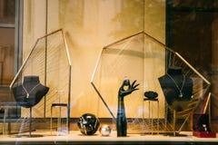 Schmuck oder Schmuck im Shop-Fenster-Schaukasten des Speicher-Mall-Marktes lizenzfreie stockfotos