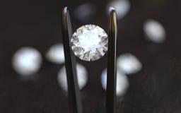 Schmuck-Pinzette und Diamanten Lizenzfreies Stockbild