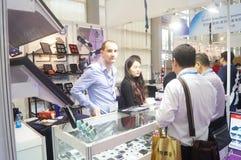 Schmuck und Jade, die Maschinerieausstellungsverkäufe verarbeiten Lizenzfreie Stockbilder