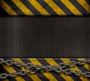 Schmutz Metallplatten mit gelben Streifen Lizenzfreie Stockfotos