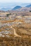 Schmutz-Spur an der Hiraodai-Karst-Hochebene lizenzfreies stockbild