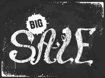Schmutz-weiße große Verkaufsbeschriftung mit Spritzen auf schwarzem Hintergrund Stockfotos