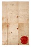 Schmutzantikes Papierblatt mit rotem Wachssiegel Stockfotos