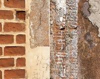 Schmutzbacksteinmauerschablone Stockfotos