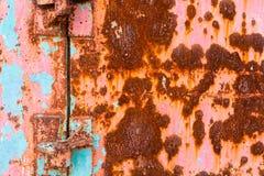 Schmutzbeschaffenheit des alten rostigen Metalls mit Kratzern und Sprungshintergrund Rostiger Zinkhintergrund Alte und rostige ge Lizenzfreie Stockbilder