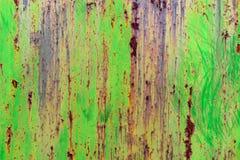 Schmutzbeschaffenheit des grünen rostigen Metalls mit Kratzern stockbild