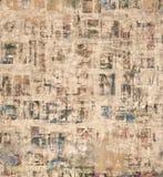 Schmutzcollagenzeitung, Zeitschriftenbuchstaben auf gemaltem heftigem Papier, knackte verkratzten Hintergrund Stockfotos